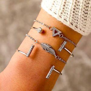 ⚜️[𝟯/$𝟮𝟴]⚜️4 Layered Silver Boho Bracelets NEW